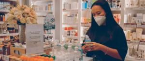 Como superar os desafios de distribuição de material promocional para farmácias